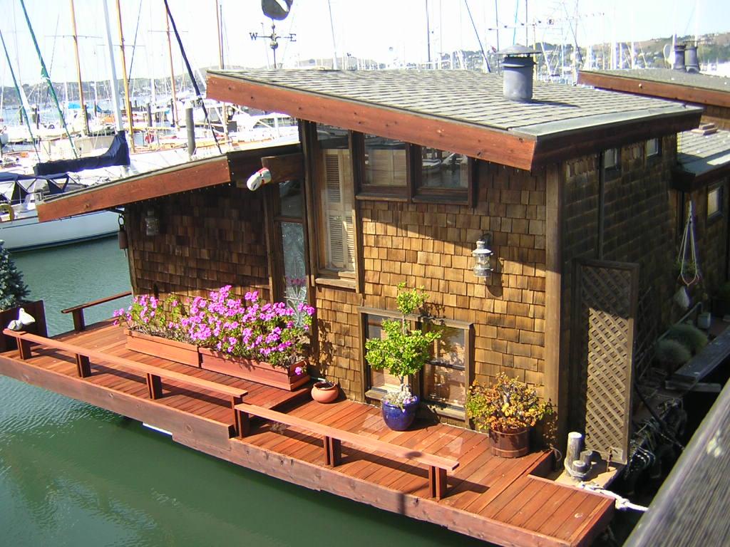 relaxshacks com twelve terrific and tiny houseboats and