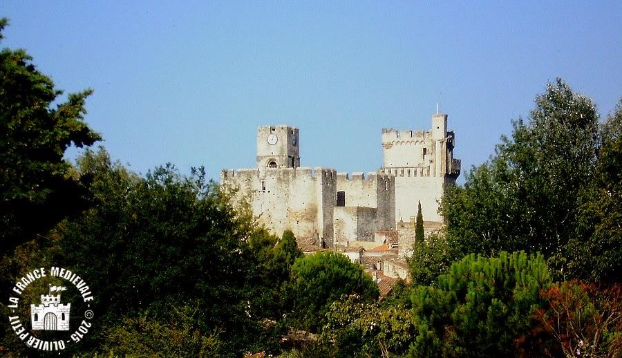 SAINT-LAURENT-DES-ARBRES (30) - Donjon, église et tour fortifiés