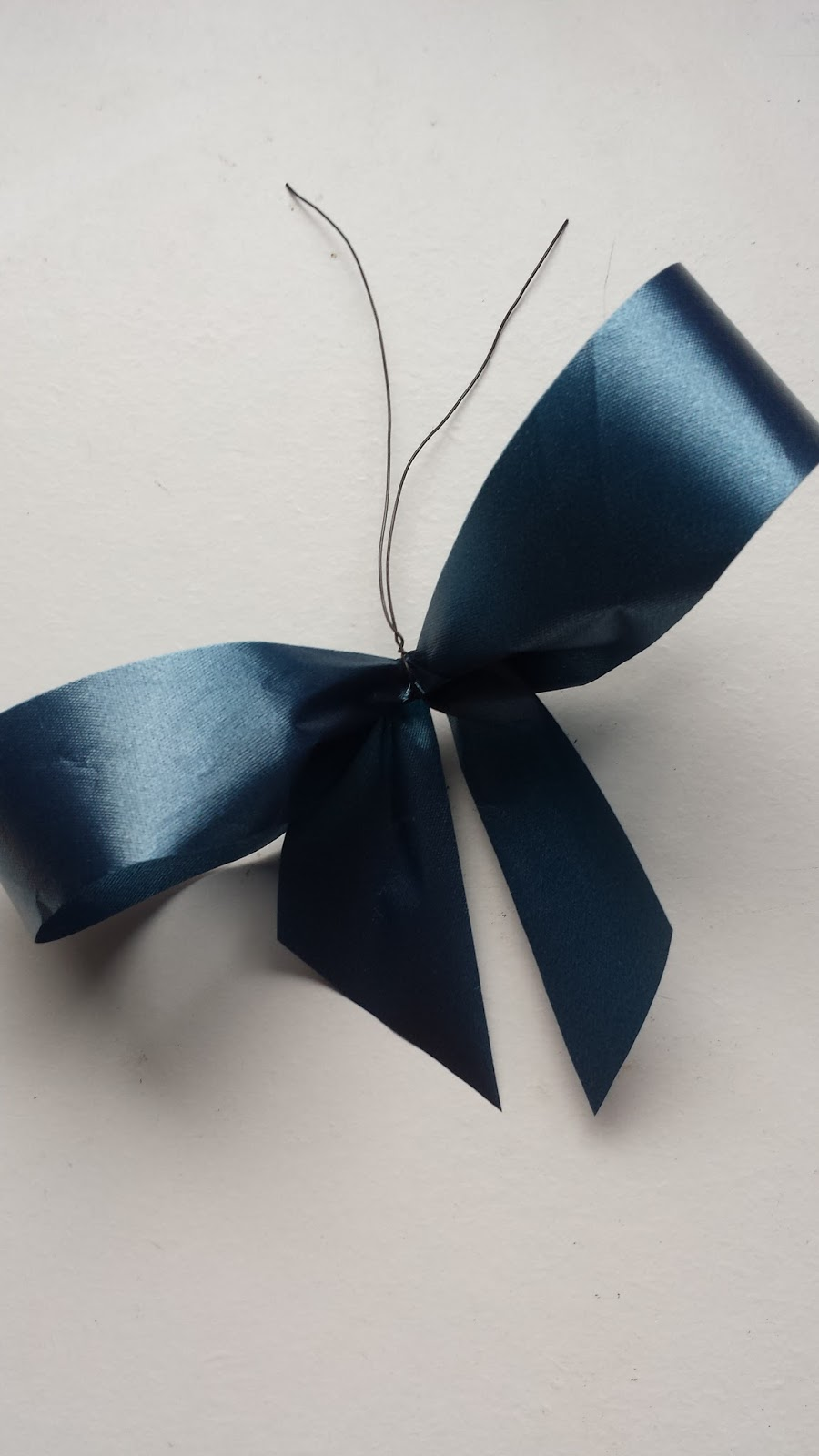 how to make a bow with florist ribbon