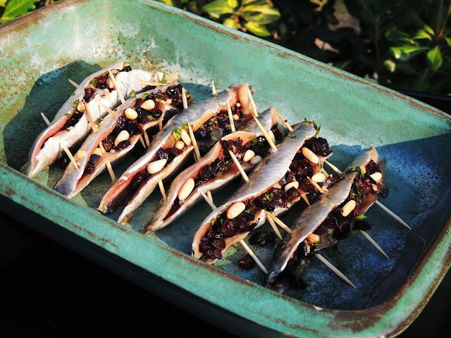 filets de sardines la plancha farcies aux olives et aux. Black Bedroom Furniture Sets. Home Design Ideas