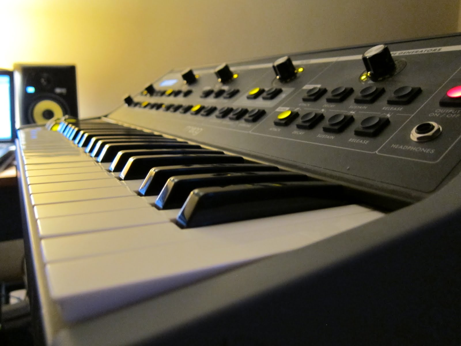 the synthesiser Order keyboard synthesizers from ams true 0% interest payment plans call our gear experts ☎800-319-9043 fast free shipping free extended warranty.