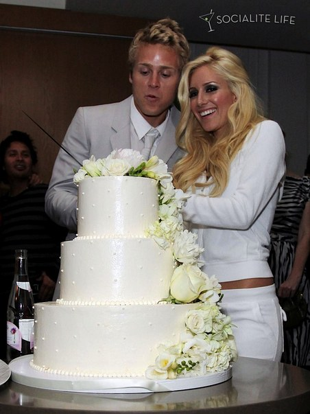 I Would Bet Solid Money That Heidi S White Sweatsuit Has Bride Or Mrs Guy Last Name In Rhinestones On The Back Somewhere