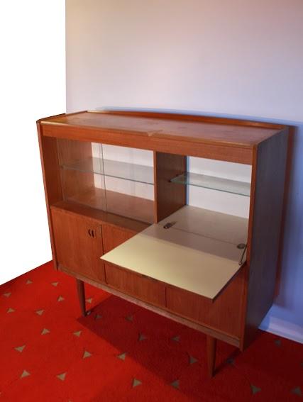 chicbaazar objets vintage 50 60 70 meuble de rangement bar lumineux scandinave en teck ann e 60. Black Bedroom Furniture Sets. Home Design Ideas