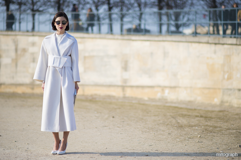 mitograph Woman Wearing All White with Celine Clutch Bag At Paris Fashion Week 2013 2014 Fall Winter Street Style Shimpei Mito