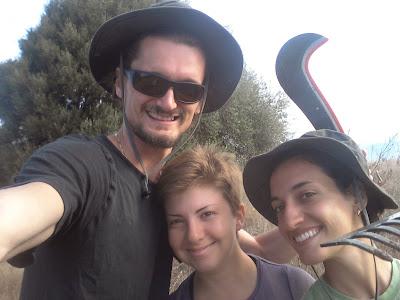 Fanbo, Paola e Fre pronti al lavoro nella campagna di Monte Pedru, Perfugas, Sassari, Sardegna