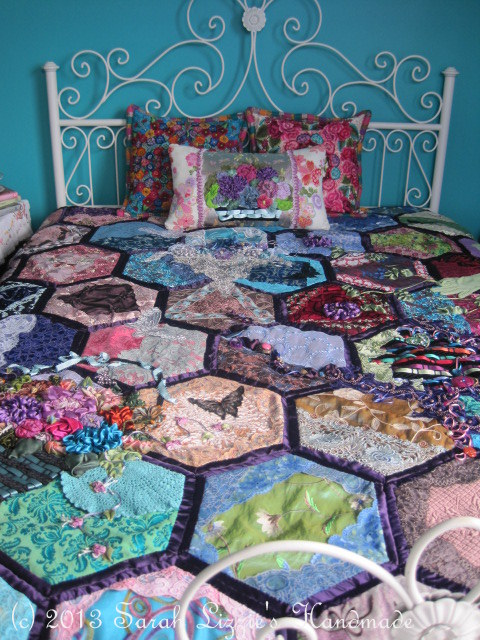 Sarah Lizzies: Oh no......not another hexagon quilt!! : how to make hexagons for quilts - Adamdwight.com