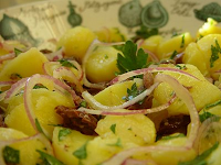Salada de Batata, Cebola Roxa e Azeitonas (vegana)