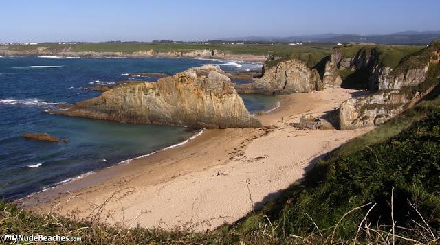 Playa nudista A Mexota (Asturias)