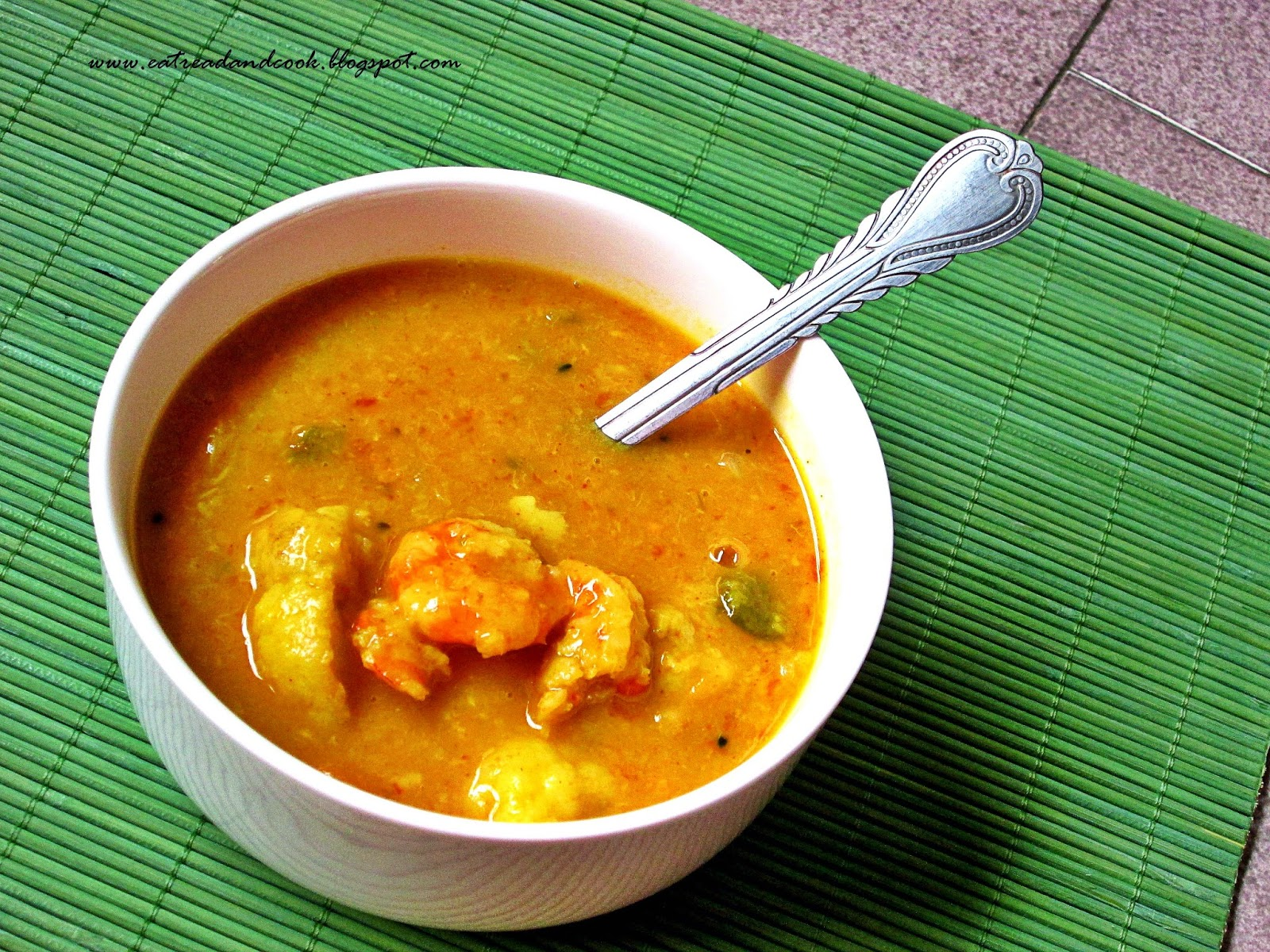 how to cook bengali style mug dal with prawns