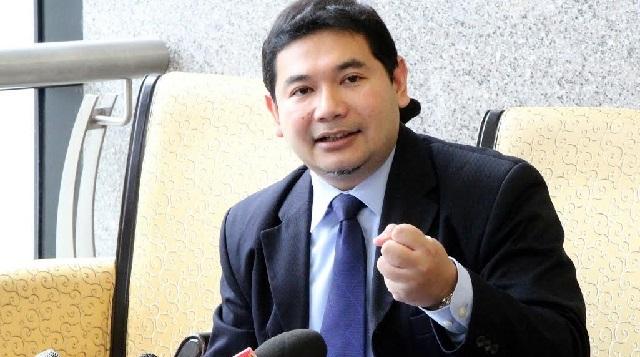 Rafizi saman balas Najib-Rosmah, cubaan untuk sekat bicara isu rakyat