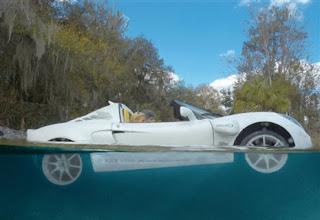 mobil pertama dikendarai dalam air