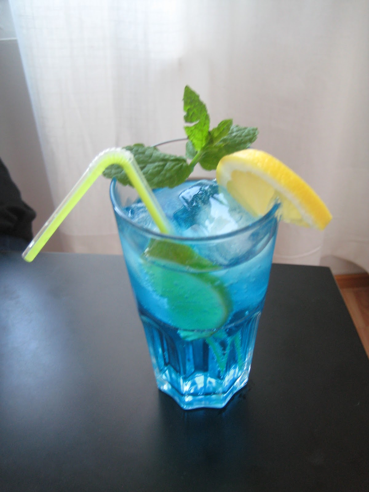 Cocktail blue lagoon for Blue lagoon cocktail