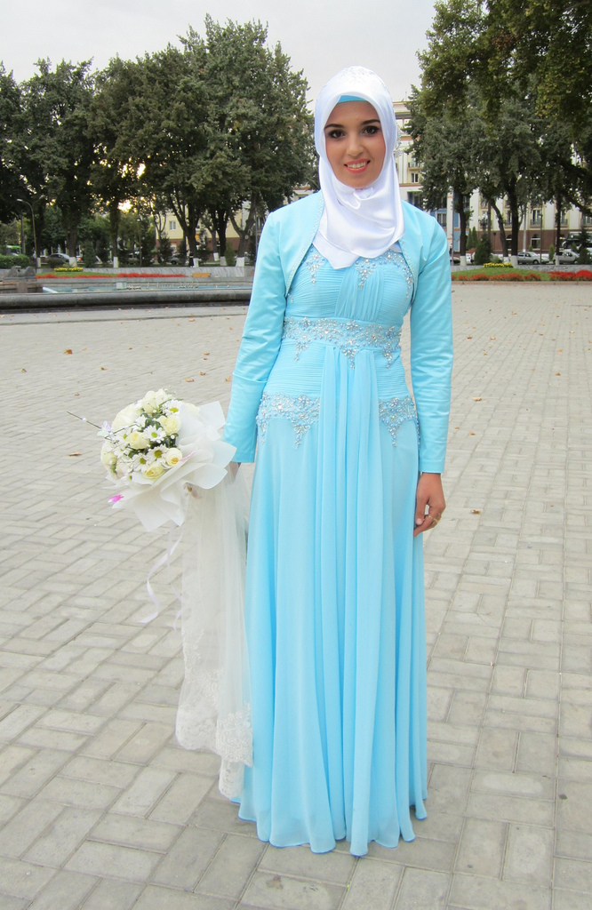 Muslim Wedding Bridesmaid Dresses : Here is a pretty muslim bridesmaid from another wedding she s covered