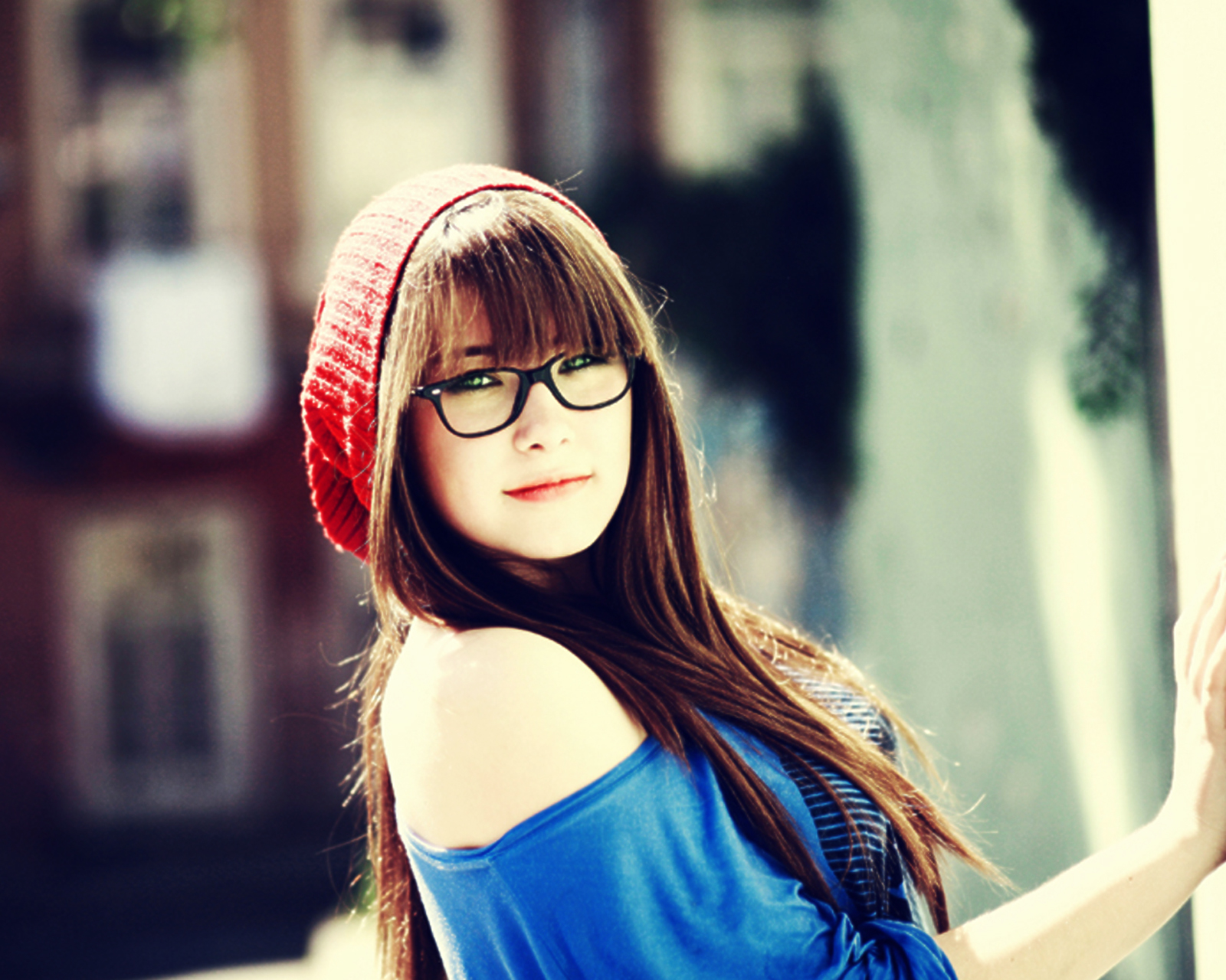 Cute Girl With Glasses and Red Wool Vintage Beret HD Wallpaper