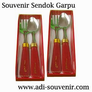 souvenir sendok garpu box mika