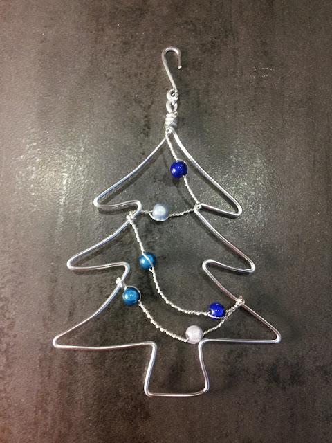http://www.alittlemarket.com/accessoires-de-maison/fr_decoration_de_noel_sapin_argent_teintes_de_bleu_-16581464.html