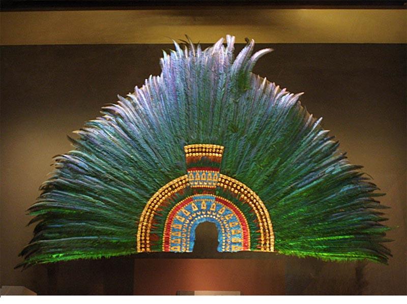 LOS MAYITAS: Arte con plumas