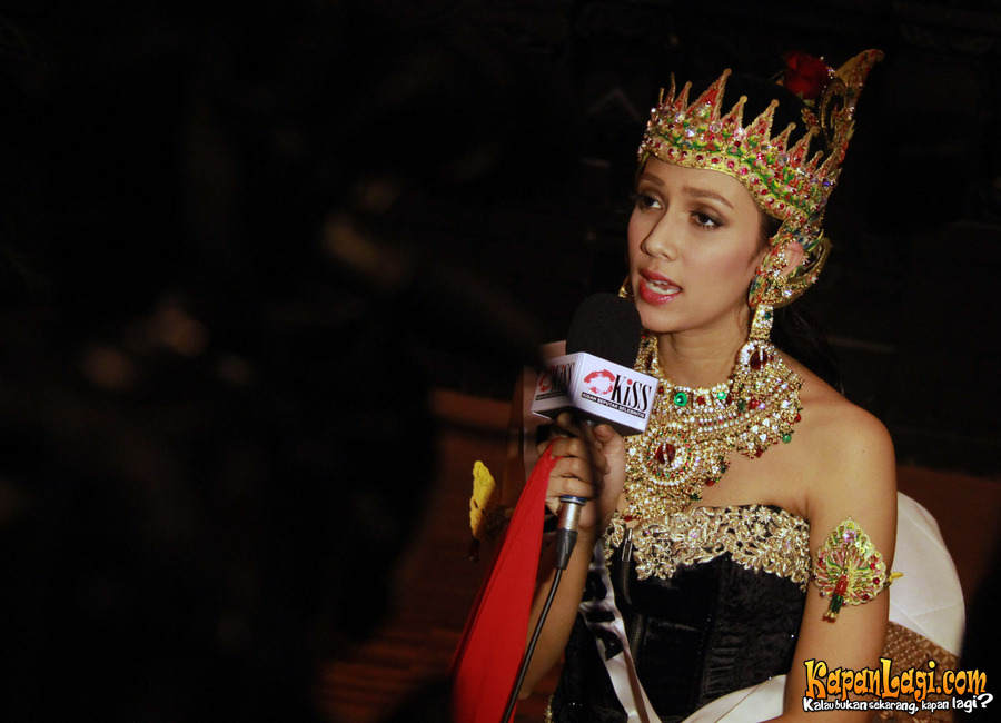 More Photos Of Nadine Alexandra Dewi Ames Puteri Indonesia 2010 2011 During Official Wardrobes Presentation