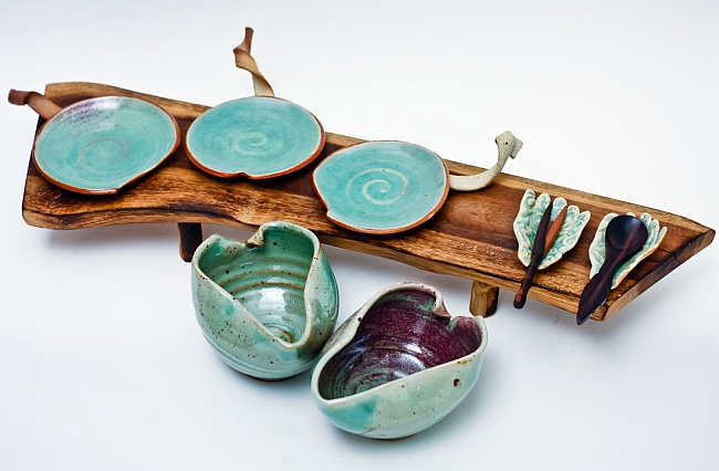 Ceramic bowls & plates by Mia Casal