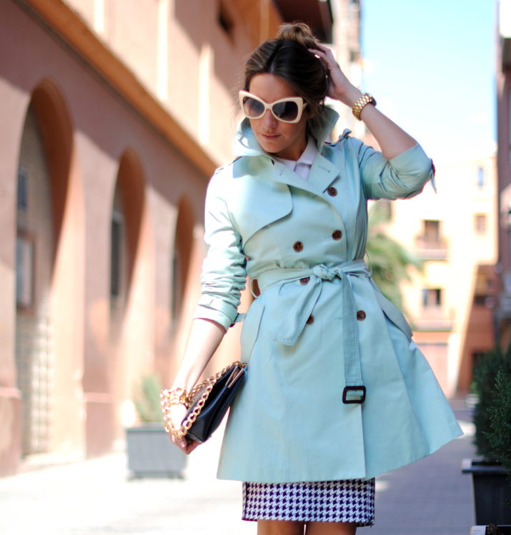 Queen's Wardrobe mint trench by the Spanish blogger Mónica Sors 8