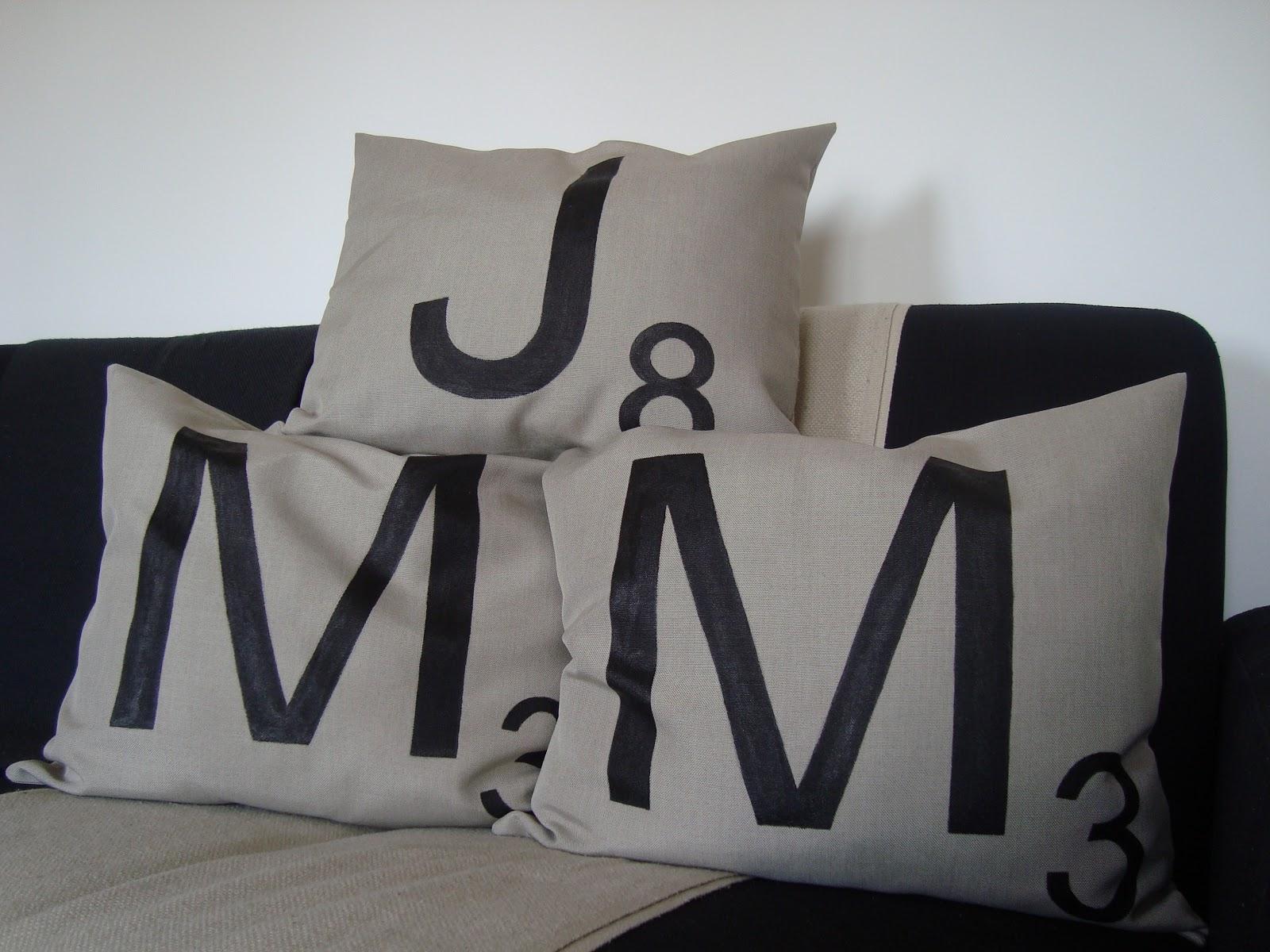 poduszki poszewki ozdobne literki