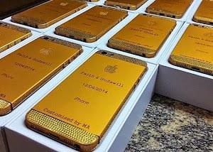 Convidados de festa de casamento ganham iPhone personalizado como 'lembrancinha', na Nigéria