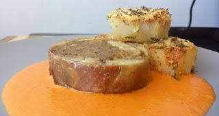 http://www.sergiorecetas.com/2015/01/pollo-relleno-de-carne-las-5-especias.html