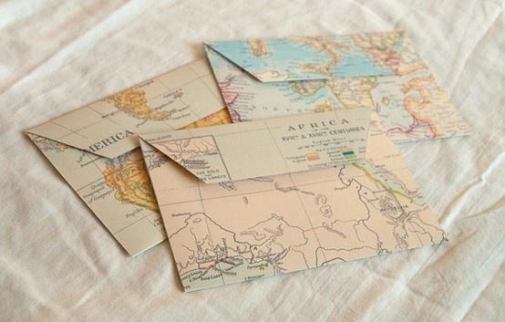 podrónicza papeteria z motywem mapy