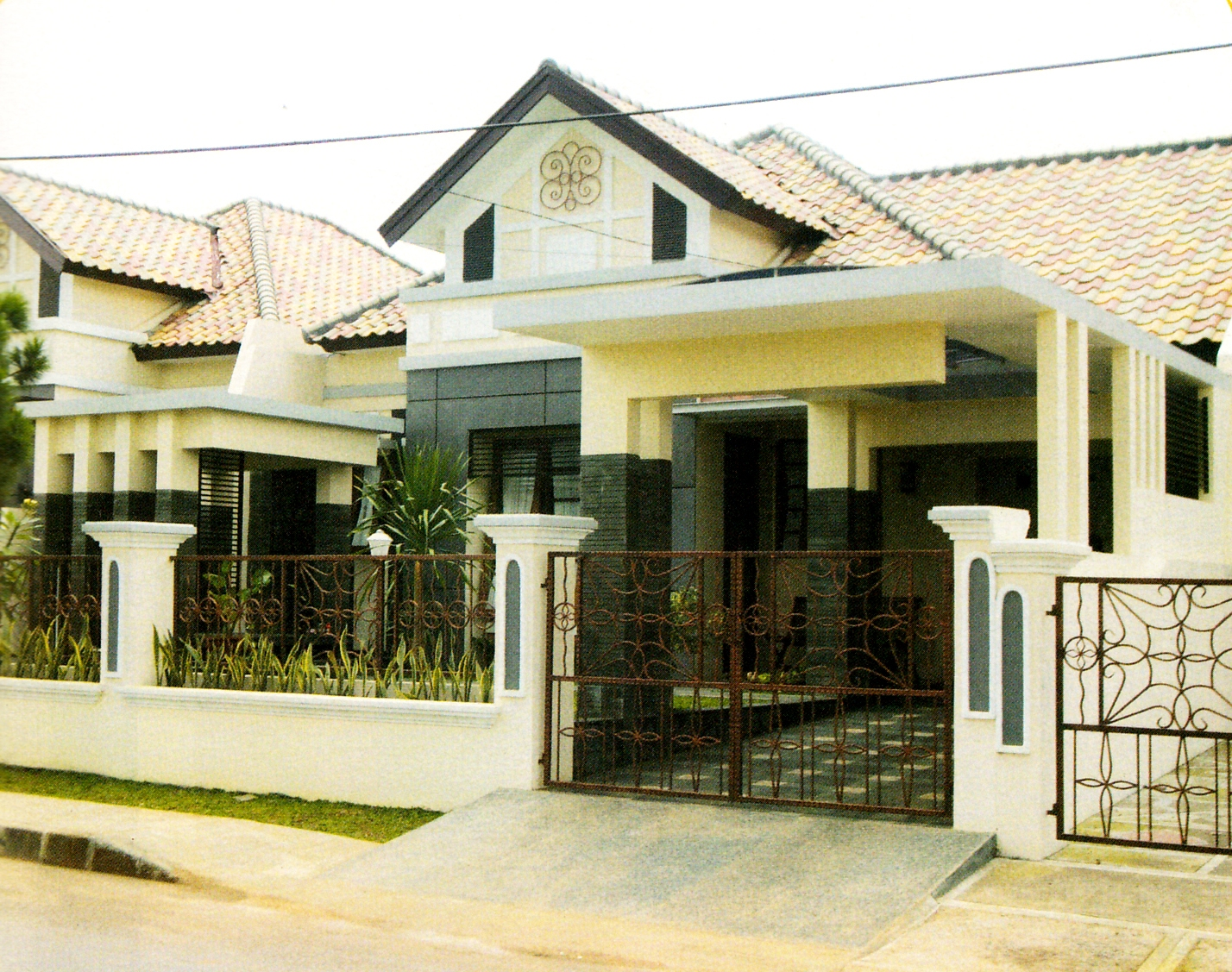 Carport minimalis kombinasi beton polycarbonat rumah idaman kita