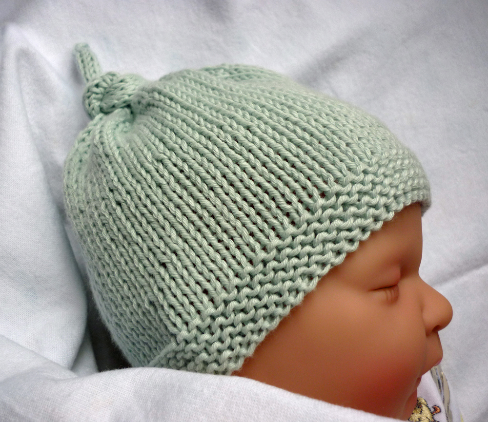 Knitting Patterns With Round Needles : Mack and Mabel: Free Knitting Pattern Baby Hat with Top Knot