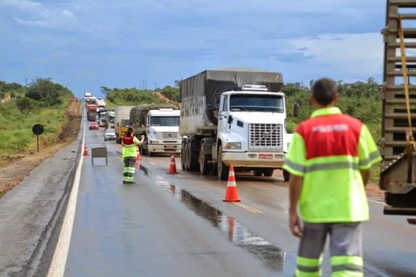 Motorista morre após colisão frontal entre carreta e caminhão na BR-364 em Jangada