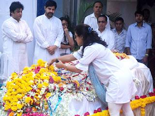 Kajol  grace Joy Mukherjee's funeral