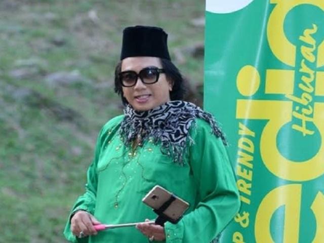 Diva AA Bikin Panas! Penentang PM Najib Di Bawah Tapak Kaki Saya