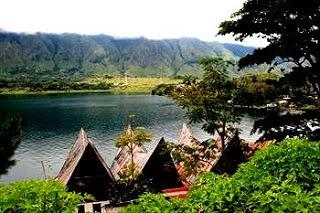Tuk Tuk Siadong, Desa Wisata di Sumatera Utara