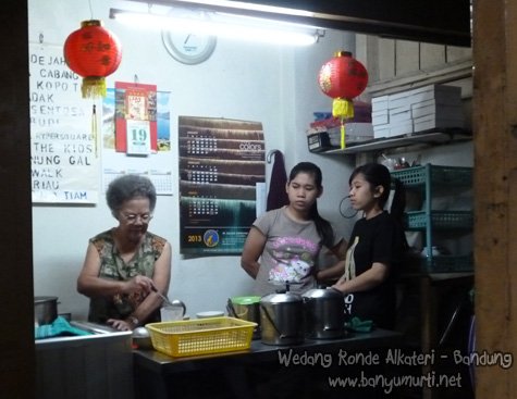 Kuliner Bandung - Wedang Ronde Alkateri