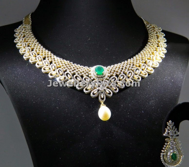 Pear shaped uncut diamond necklace with earrings