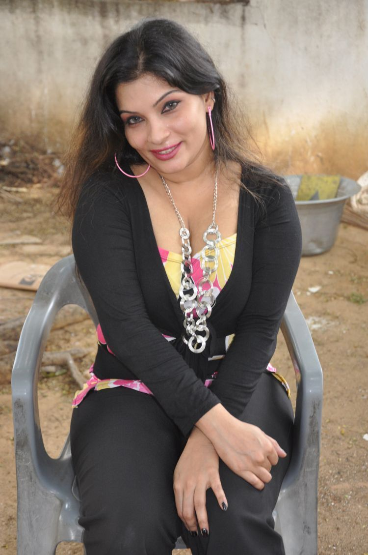 Tamil Actress Mumtaz Hot Cleavage ShowPhotogallery wallpapers