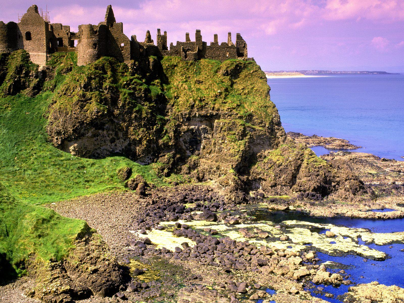 http://1.bp.blogspot.com/-nYnZrRwIP8w/TYHXXIvBsmI/AAAAAAAAGP4/AtLpAItdFms/s1600/Dunluce_Castle_County_Antrim_Ireland.jpg