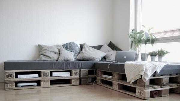 Vendita gommapiuma per lavori di tappezzeria: divano con bancali ...