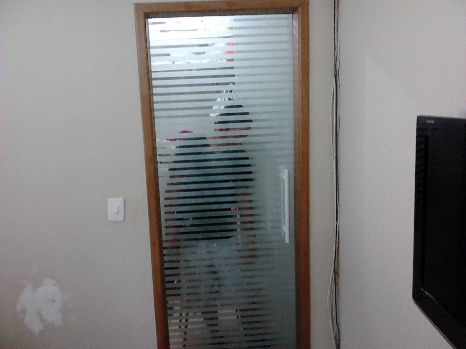 AF4 TEMPER VIDROS: Porta de closet de correr em jateado filetado. #64442D 1600 1200