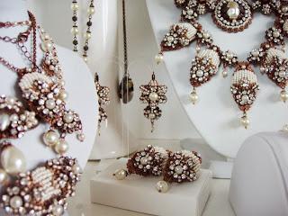 kristallidega ehted, helmestest ehted, ehtekividega, pärlitega