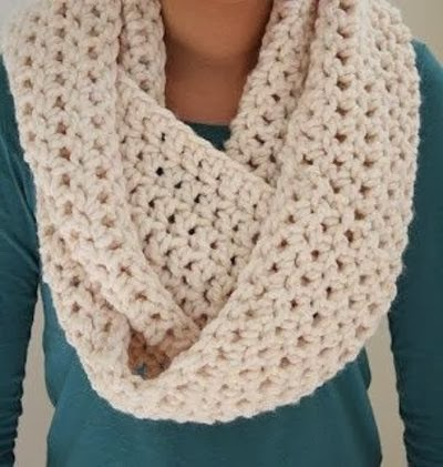 Crochet Pattern For Scarf Easy : Superb Dresses: Infinity Scarf Crochet Pattern