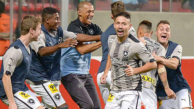 Jogadores do Fogão no Independência (Foto: Andre Yanckous/AGIF/LANCE!Press)