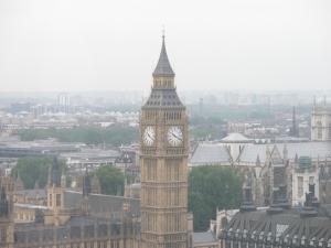 Панорама утреннего Лондона: Биг Бен в тумане