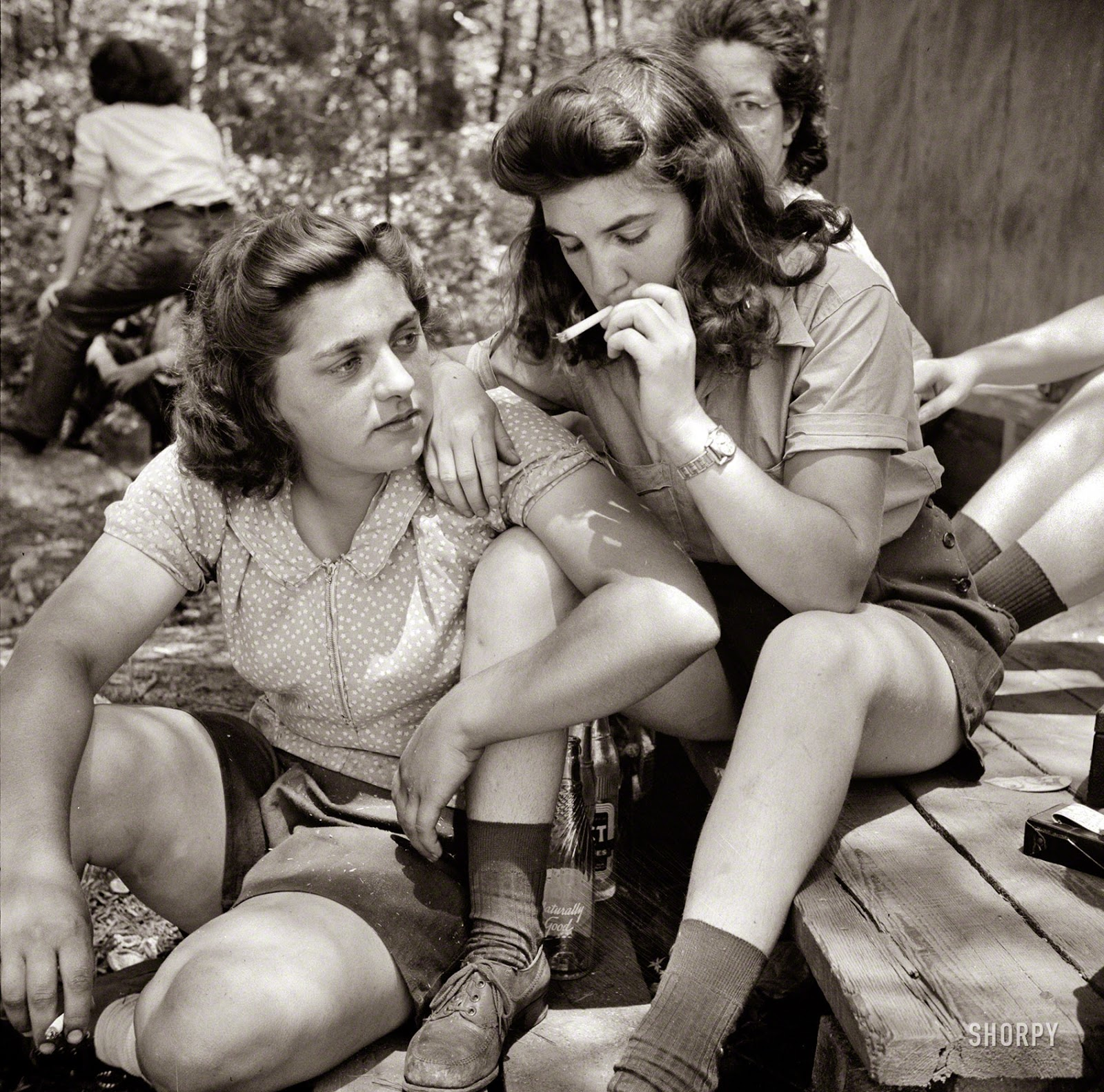 Vintage everyday pit women relaxing after lunch new hampshire 1943