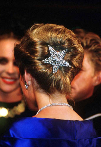 princess diana wedding dress designer. Kate#39;s choice of wedding gown