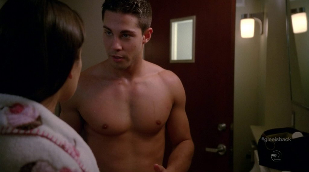 Dean geyer shirtless in glee s4e01 shirtless men at groopii for Domon jaeger