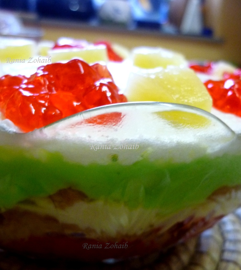 how to make trifle with jelly and fruit