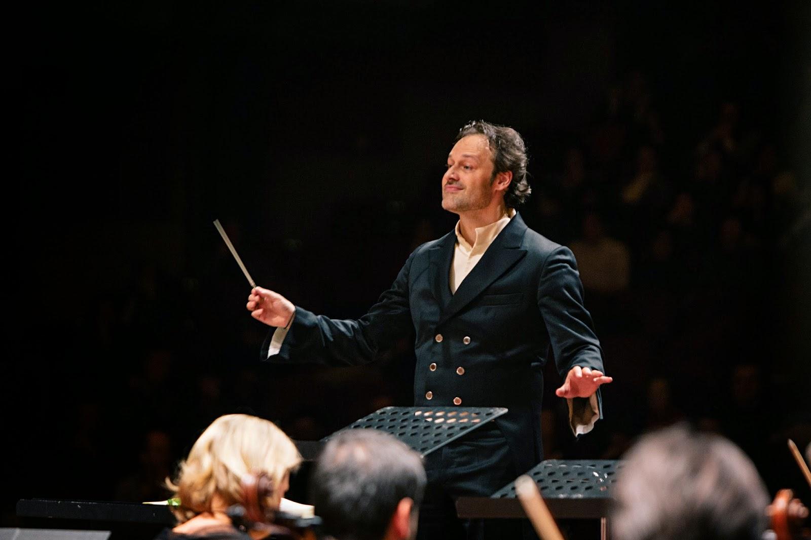 Sascha Goetzel, Borusan Istanbul Philharmonic Orchestra - Borusan Istanbul Filarmoni Orkestrasi - Photograph Ozge Balkan