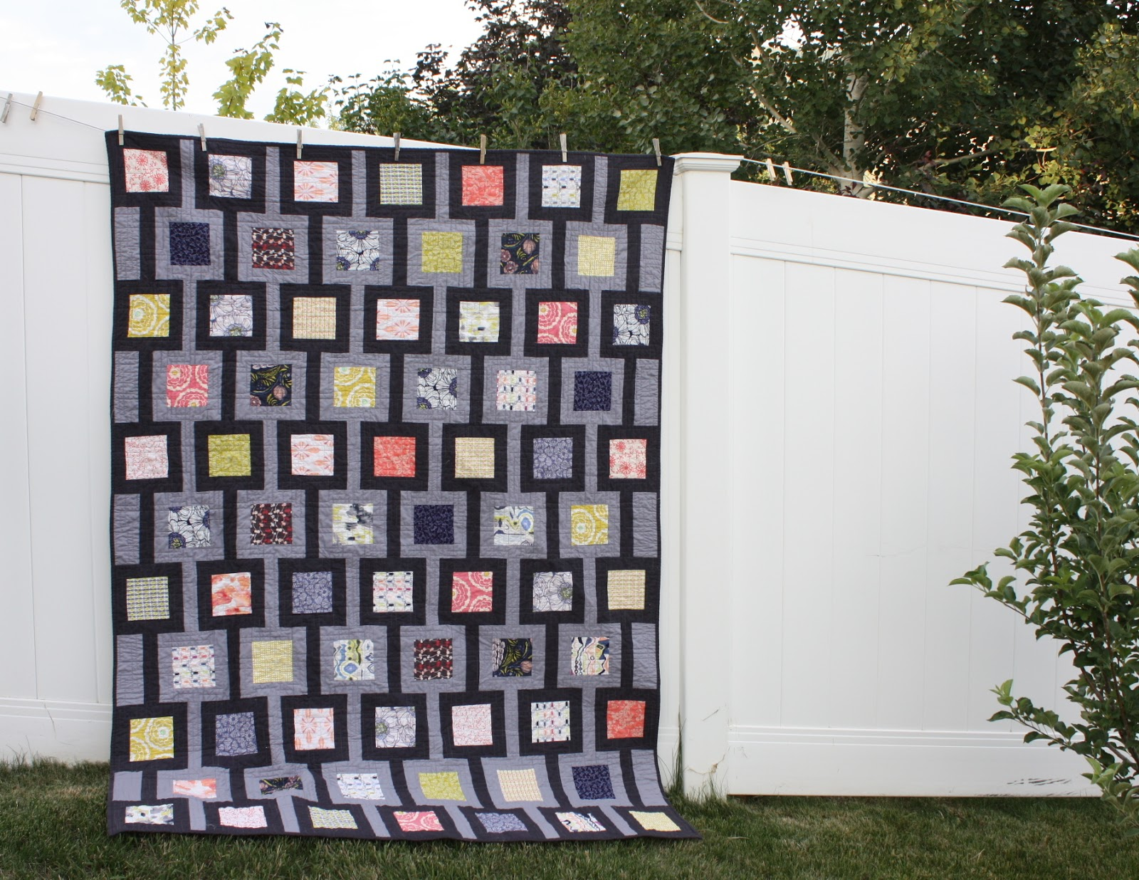 Modern chain linked quilt diary of a quilter a quilt blog for Modern house quilts